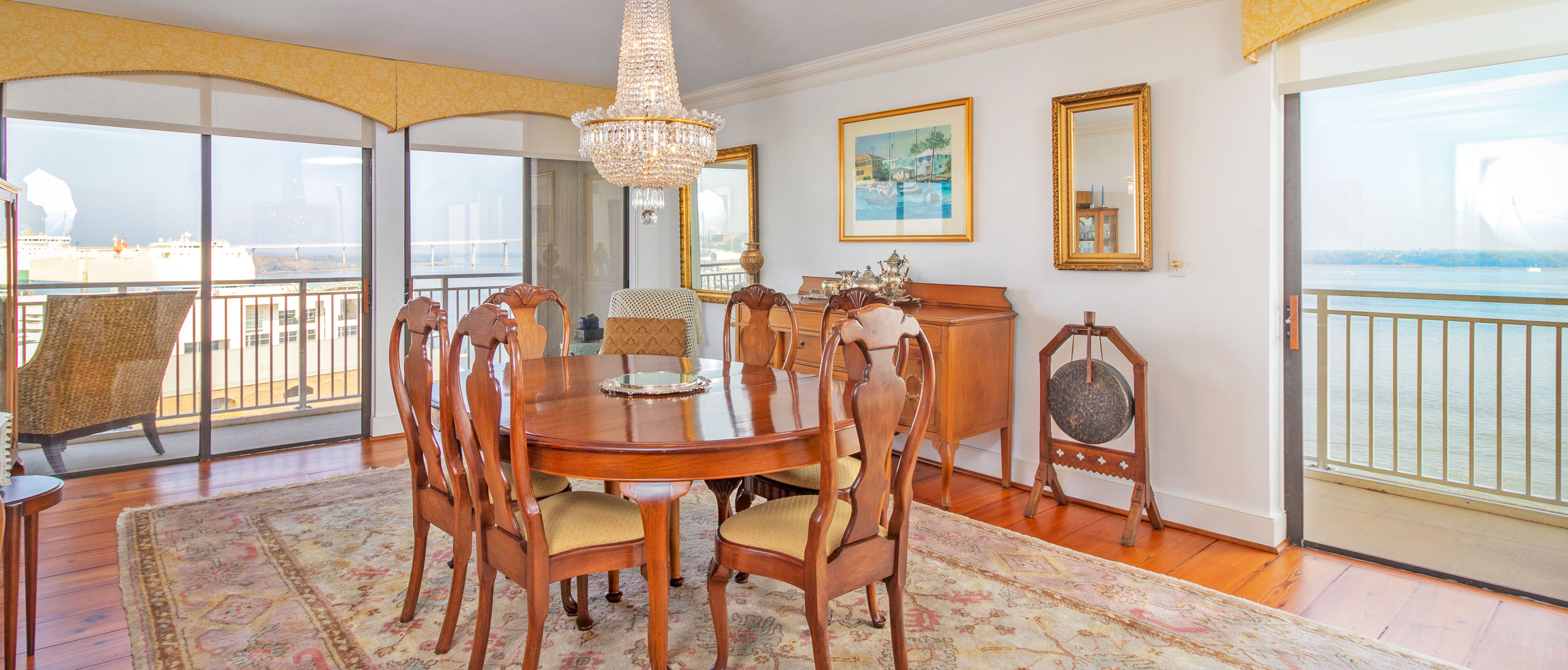 330 Concord Street FG, Dockside dining room