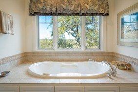 1405 Nancy Island Drive master tub