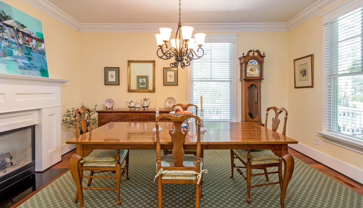 179 Riverland Drive, Riverland Terrace dining room