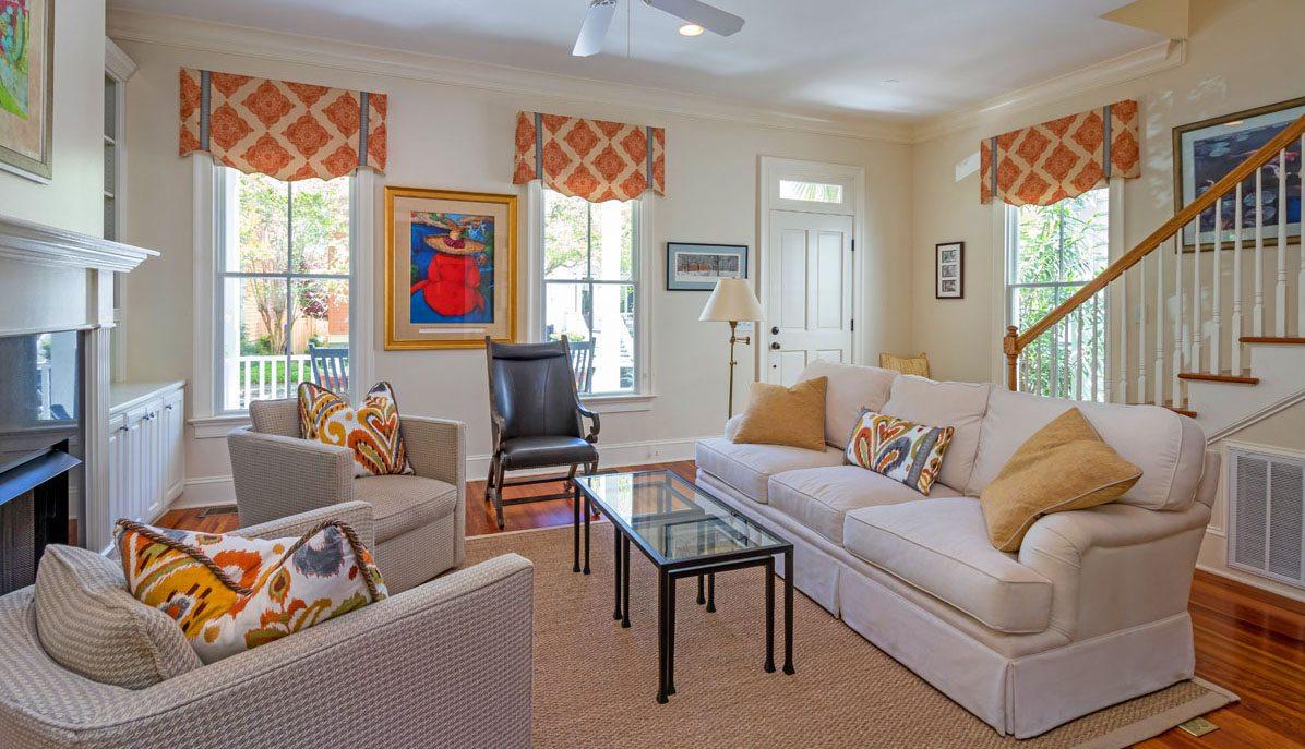302 N. Shelmore Blvd., I'on living room