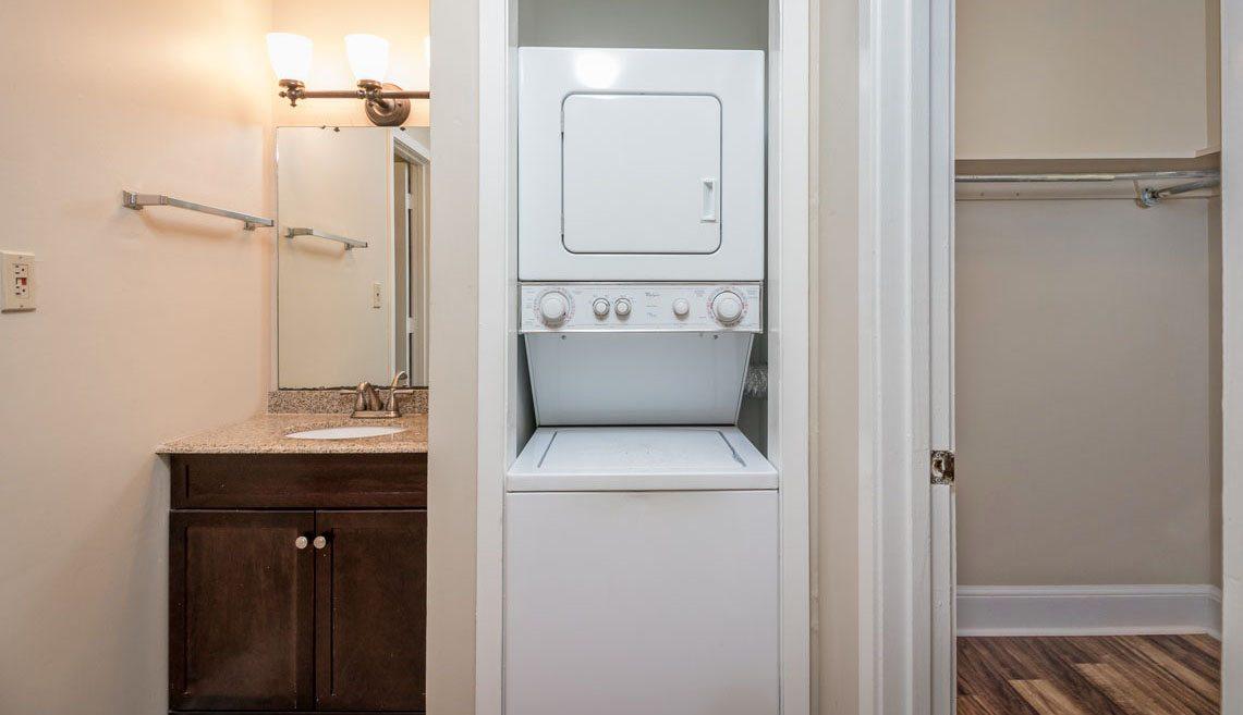309 Meeting Street 5 bath/laundry/closet