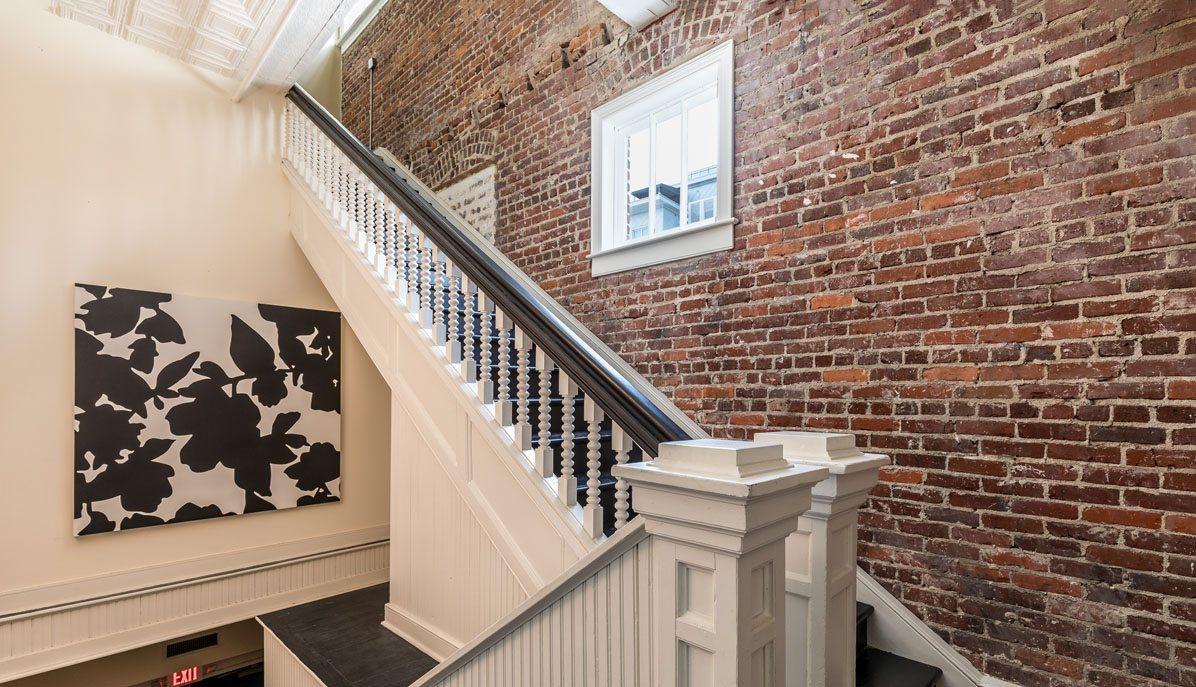 4 Beaufain Street 204 hall stairs
