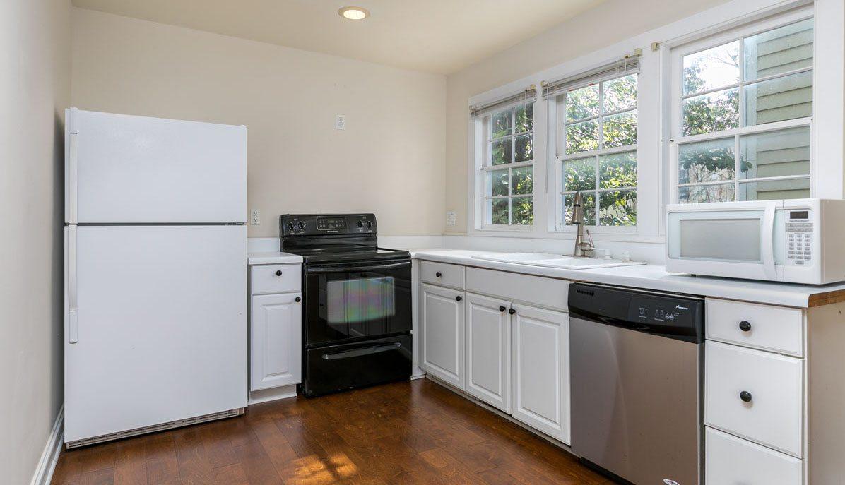 9 Bogard Street kitchen