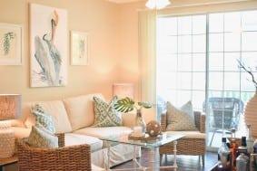 1600 Long Grove Drive 217 living room