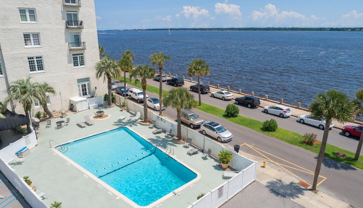1 King Street 709 pool
