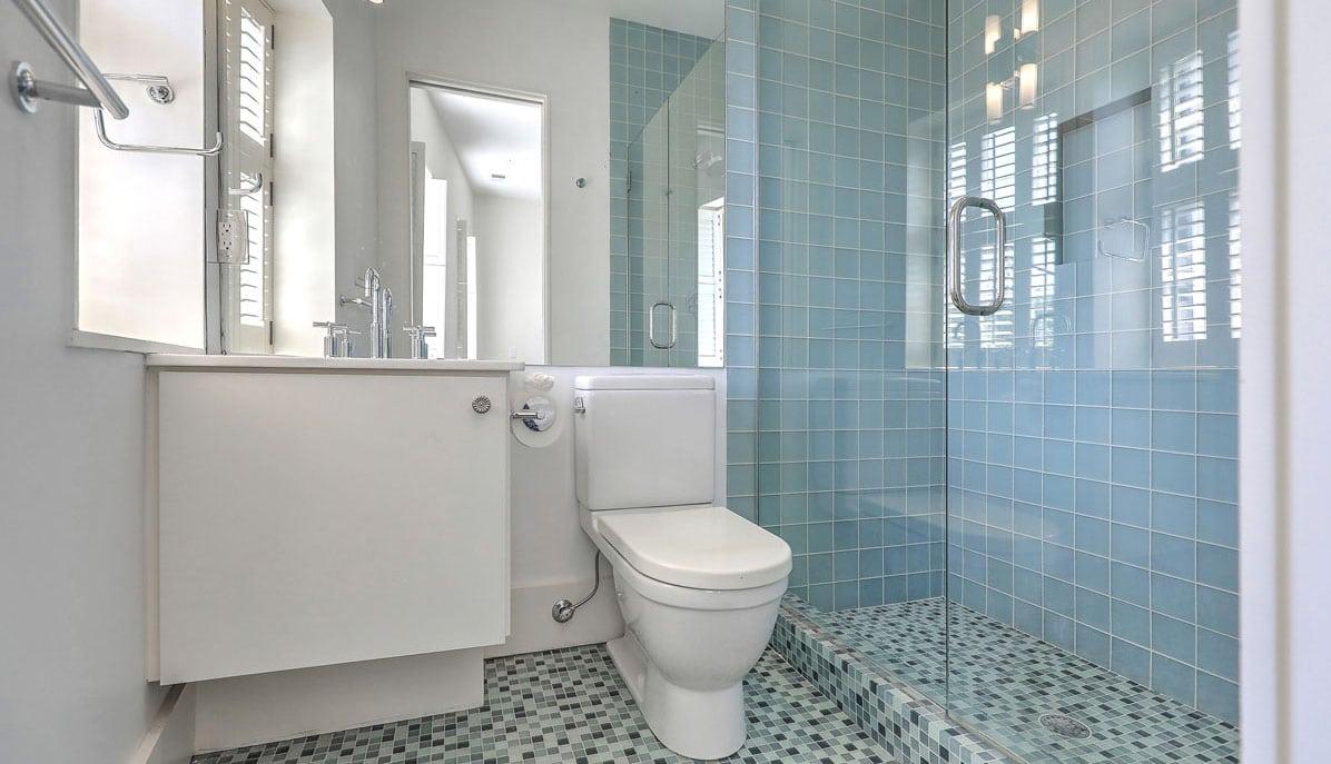 20 South Adgers Wharf bathroom 2