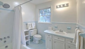 11 Ponce De Leon Avenue, Wespanee bathroom