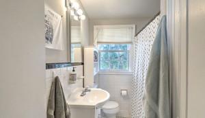 28 Addlestone Avenue A, Wagener Terrace bath