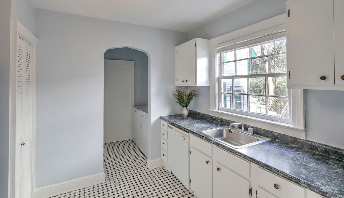 28 Addlestone Avenue B, Wagener Terrace kitchen