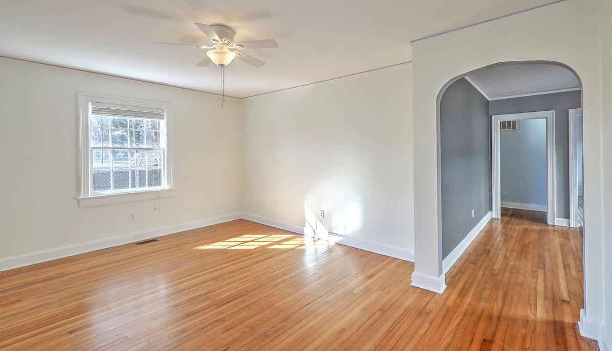 28 Addlestone Avenue B, Wagener Terrace living room