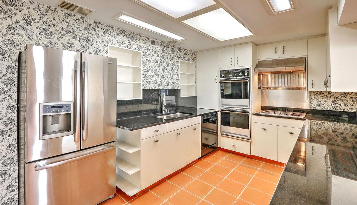 330 Concord Street 18E, Dockside kitchen
