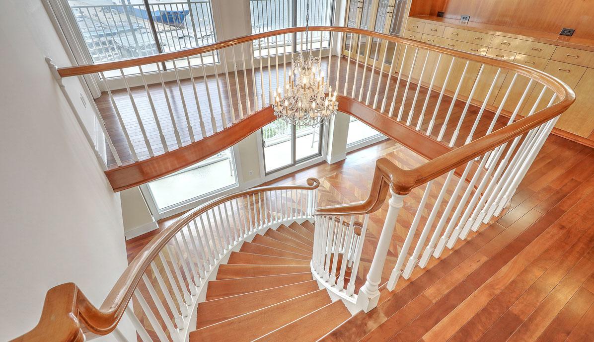 330 Concord Street 18E, Dockside staircase