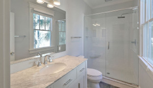 21 Colonial Street en suite bath