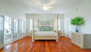 3800 Palm Blvd. master bedroom