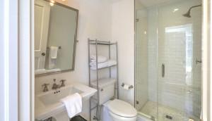 18 Limehouse Street bath 4
