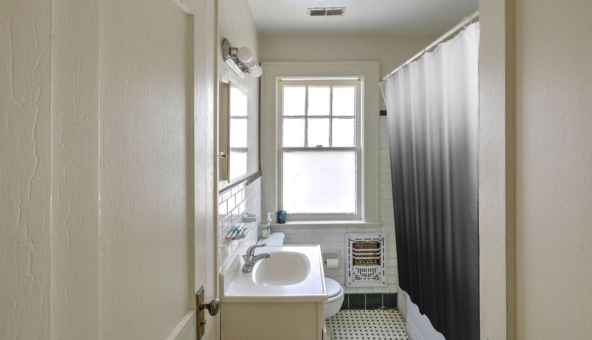 2318 Sunnyside Avenue bathroom