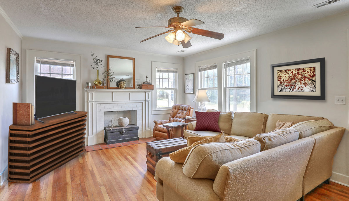 2318 Sunnyside Avenue living room