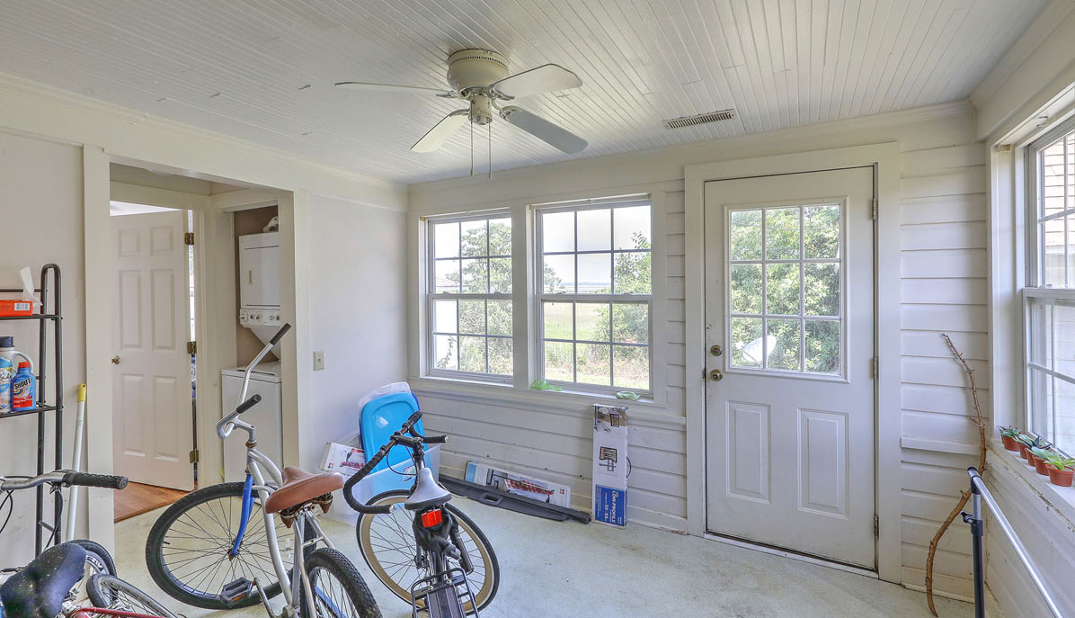 2318 Sunnyside Avenue sun room