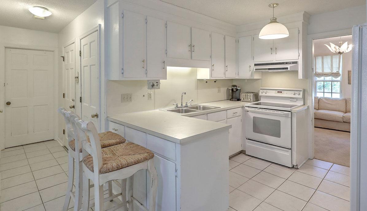 9 Windsor Drive kitchen