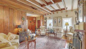 48 D&E Smith Street living room