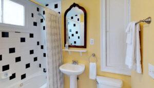 19 Pinckney Street, Palmer's Pinckney Inn Bed & Breakfast Equestrian Room bath