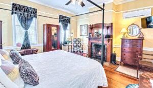 19 Pinckney Street, Palmer's Pinckney Inn Bed & Breakfast Equestrian Room