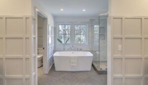 10 Yeamans Road master bath tub