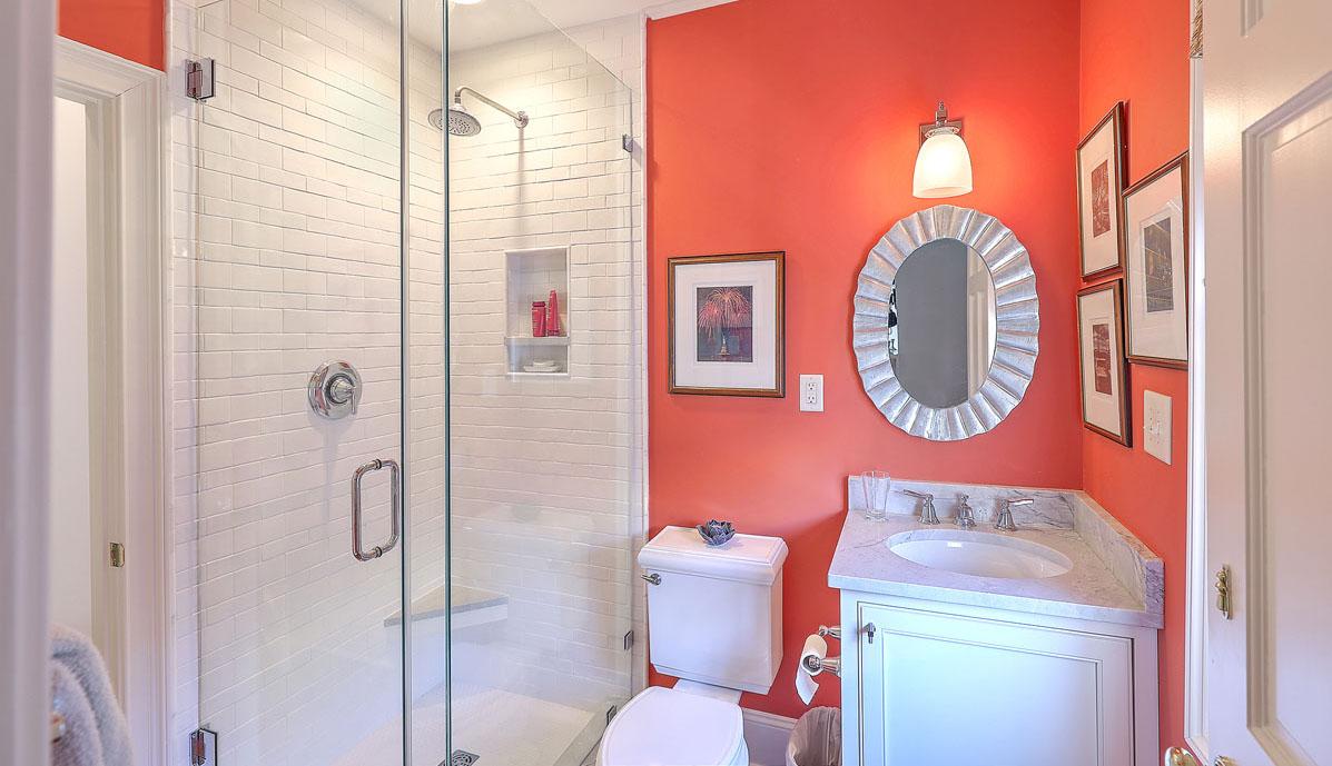 102 Queen Street bathroom 2