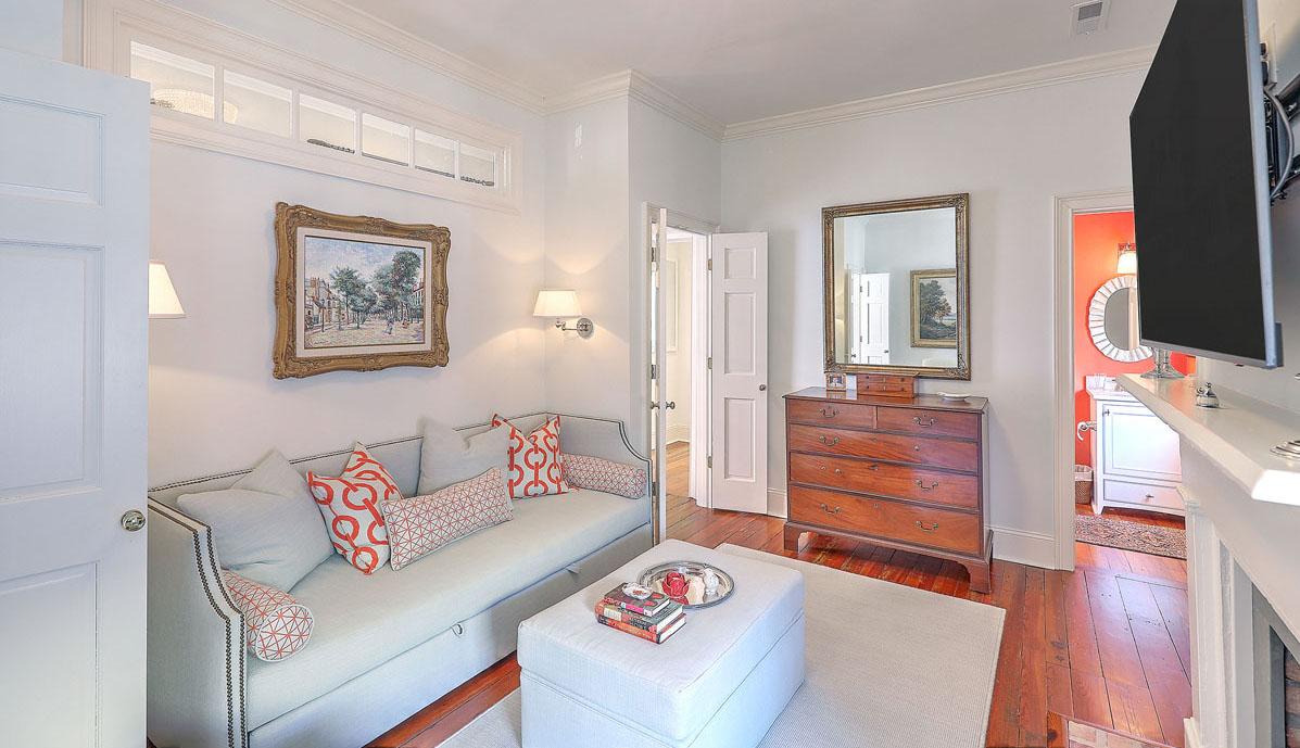 102 Queen Street bedroom 3/sitting room