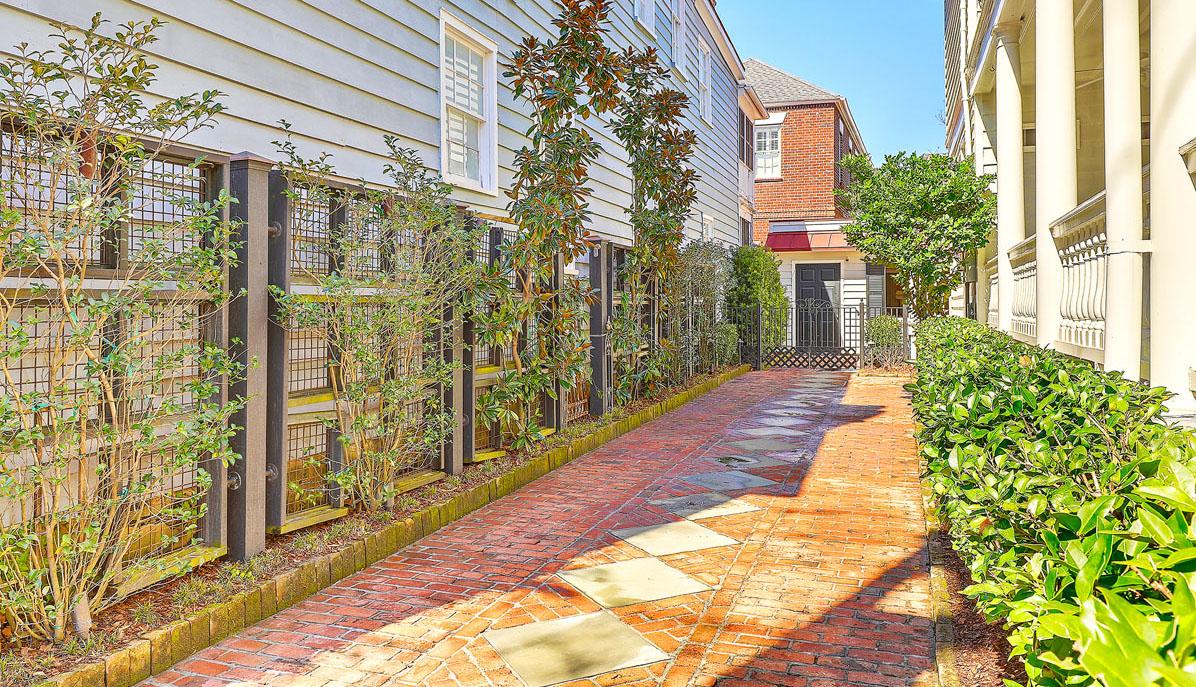 102 Queen Street driveway