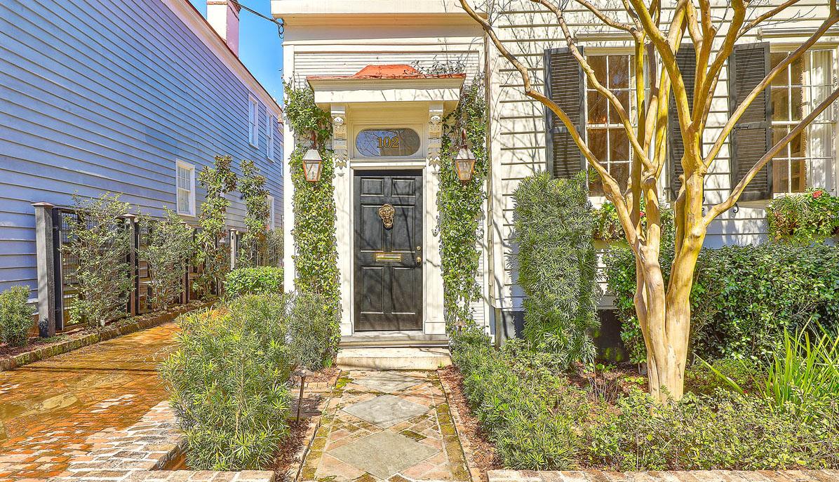 102 Queen Street front door