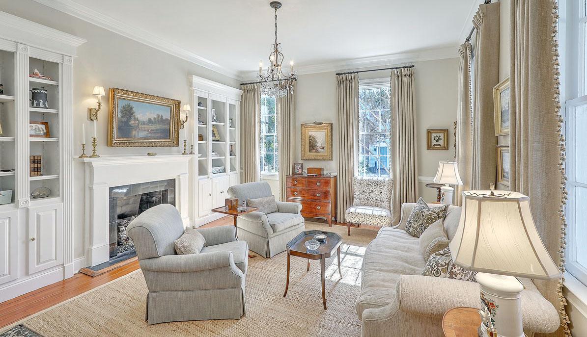 102 Queen Street living room