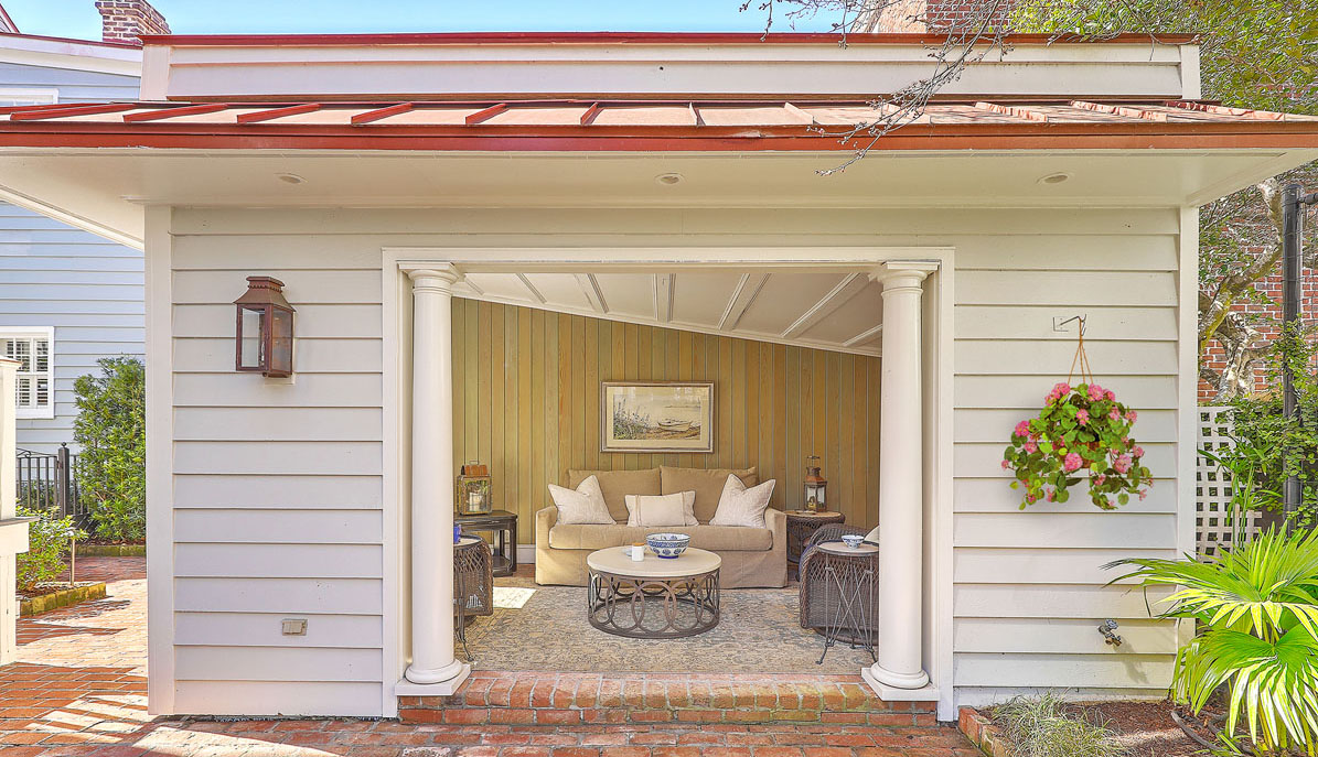 102 Queen Street patio house