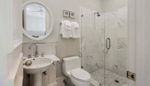 10 55th Avenue bath 2