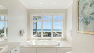 10 55th Avenue master bath jacuzzi