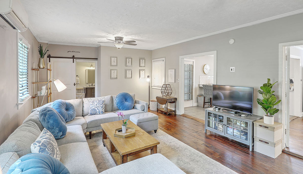 8 Perry Street living room
