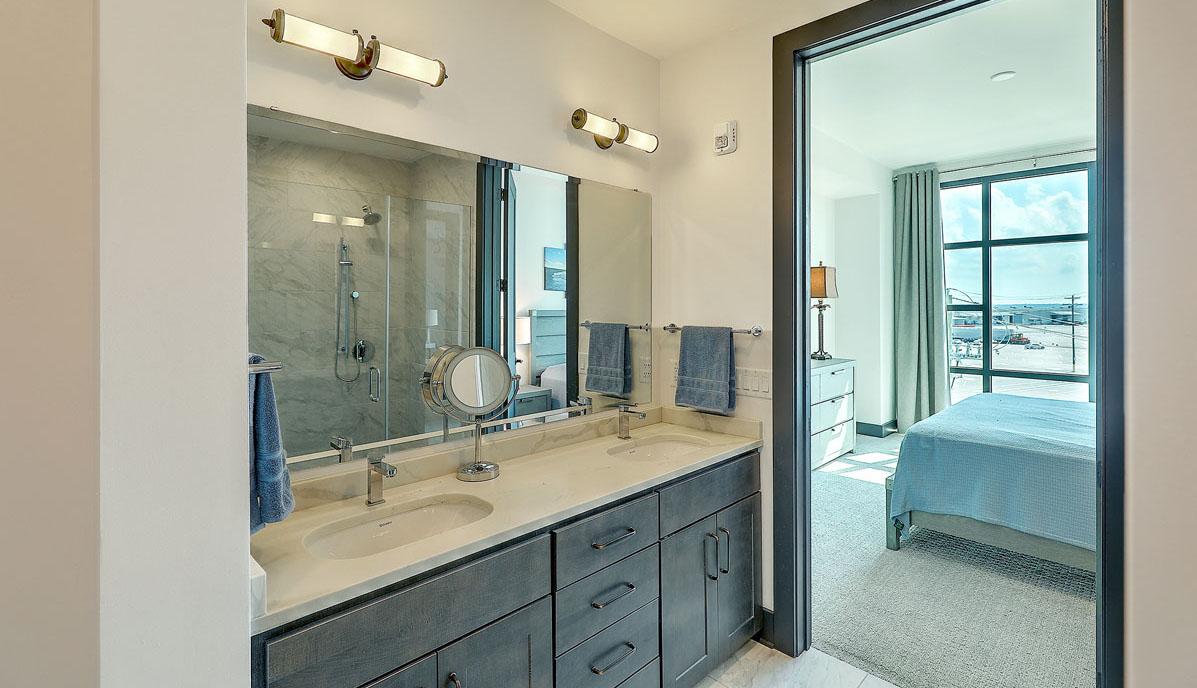 5 Gadsdenboro Street 406, The Gadsden bathroom