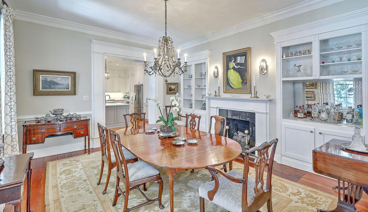 102 Queen Street dining room