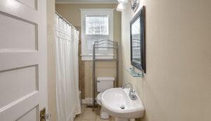 169A Tradd Street bathroom