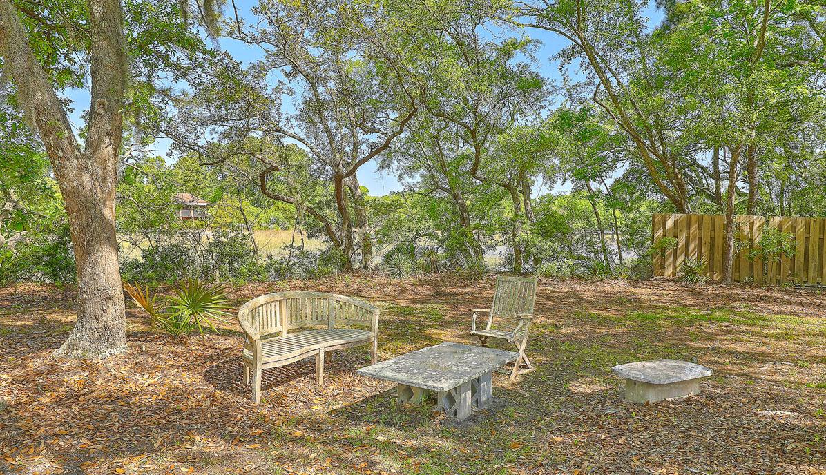 307 Confederate Circle backyard