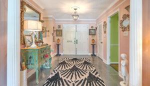 307 Confederate Circle foyer