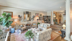 307 Confederate Circle living room
